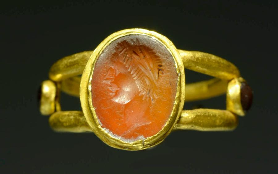 Superb Roman Gold Ring with Carnelian Stone Intaglio